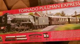 HORNBY Tornado Pullman express NEW UNUSED train set