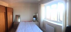 A LARGE BRIGHT ROOM JUST 2 MINUTES TO BERMONDSEY TUBE STATION