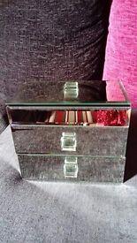 ** Mirorred jewellery box **
