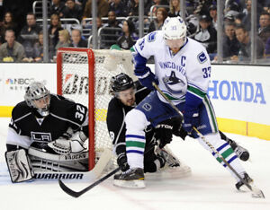 WOW! RARE - (3) TICKETS IN A ROW = CANUCKS vs LOS ANGELES KINGS