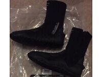 Brand New O'Neill 5mm Zip Up Wetsuit Boots Size 4
