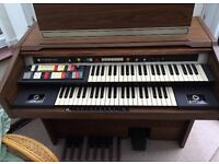 HAMMOND ORGAN 9822KM EXCELLENT CONDITION & LIGHTLY USED. CAN DELIVER