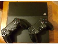 PlayStation 4 2 Controllers 500gb