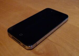 IPHONE 4 IN MINT SHAPE - 32GB