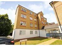 2 bedroom flat in Clarence Close, Barnet, EN4 (2 bed)