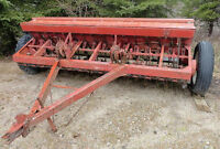 INTERNATIONAL 10ft drill seeder       Sold by owner