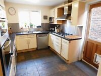 2 FRIENDS WANTED - AWESOME HUGE PROPERTY PERFECT FOR STUDENTS - LOADS OF FUN