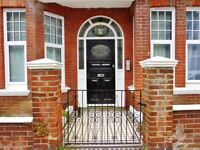 Studio flat in York Avenue, Hove
