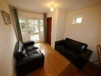 4 bedroom flat in Flat 3, 69 Clarendon Court