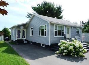 Shediac On Point Oceanside Cottage - Parlee Beach