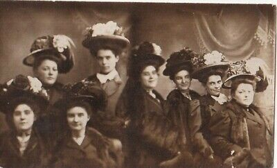 VINTAGE PHOTO BOOTH STRIP 2 PHOTOS-GROUP OF 4 WOMEN WITH BIG HATS