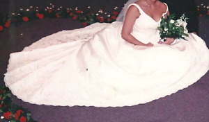 Beautifully Embroidered Impressions Wedding Dress Sz 12