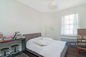 3 bedroom flat in Brixton, London, SW2 (3 bed) (#1001420)
