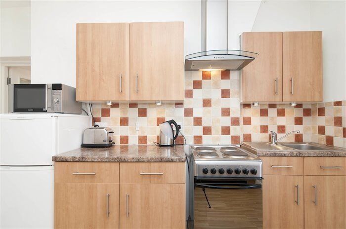 *Cosey Studio In The Heart Of Westminster, SW1*Separate Kitchen*Wooden Flooring*Gated Building*