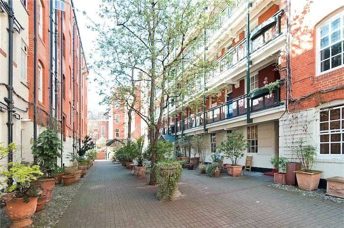 LIVE IN A NICE TWO BED APARTMENT IN CENTRAL LONDON COVENT GARDEN - LONG TERM CONTRACT - £450PW