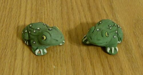 Set of 2 Vintage Handmade Peruvian Clay Frog Figurines from Peru