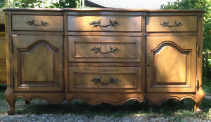 MID CENTURY MOUNT AIRY NC TABLE COMPANY BUFFET/HUTCH