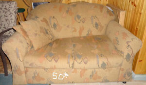 LOVE SEAT EN BONNE CONDITION
