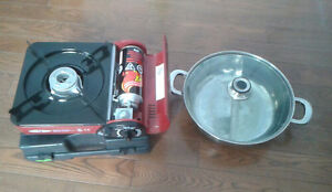 2 butane gas portable ranges, 9 bottles of gas and lover hot pot