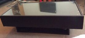 Used Ikea Coffee Table in excellent condition (L120 x W58 x H40 cm)