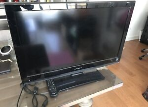 32 inches DYNEX tv