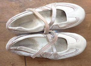 8 pairs of women's shoes (Keds+ others) size 9 Kitchener / Waterloo Kitchener Area image 7