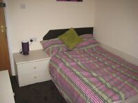 4 bedroom flat in Flat B, 82 Hyde Park Road