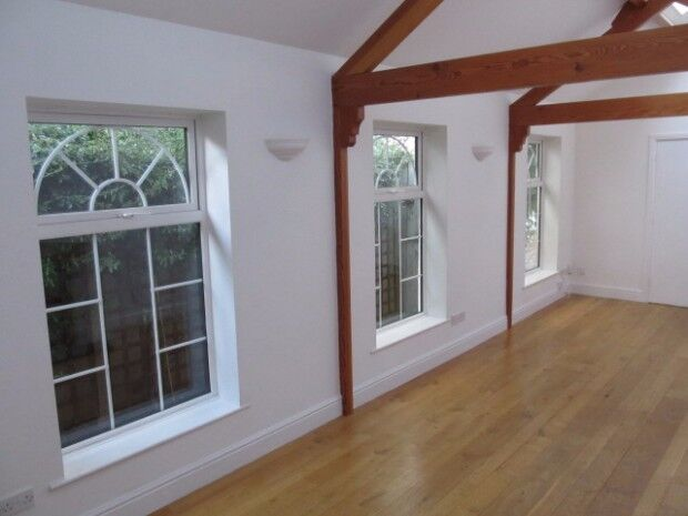 2 bedroom house in Alexandra Road, Englefield Green, Egham, TW20