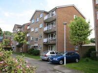2 bedroom flat in Elton Close, Hampton Wick, Kingston upon thames, KT1