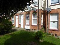 Studio flat in Carlton Avenue, Westcliff-on-Sea, SS0