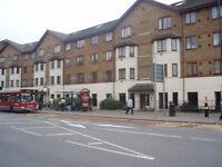 2 bedroom flat in Juniper Court Grove Road, Hounslow, TW3