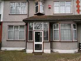 6 bedroom house in WOODFORD AVENUE, Ilford, IG4
