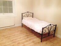 /Morden/ big double room for rent £125pw wooden floor