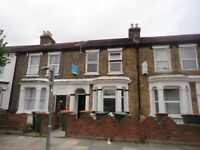 2 bedroom flat in Carlyle Road, London, E12