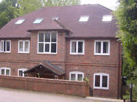 2 bedroom flat in Stable Close, Burghfield Common, Reading, RG7