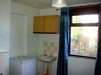 Studio flat in Flat B, 139 Middleton Road, Banbury, OX16