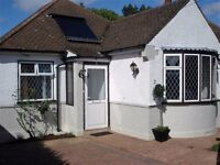 2 bedroom house in Third Close, West Molesey, KT8