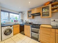 3 bedroom house in Bowater Close, London, SW2