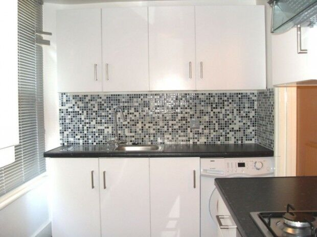 2 bedroom flat in Portnall Road, Queens Park, W9