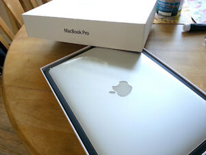 MACBOOK PRO, LIKE NEW, COMES IN BOX!! MID 2014, 256GB HARDDRIVE