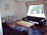 2 bedroom flat in Rankin Drive, Edinburgh, EH9