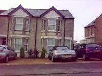 2 bedroom flat in Totteridge Avenue, High Wycombe, HP13