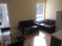 2 bedroom flat in Grove Road, Hounslow, TW3