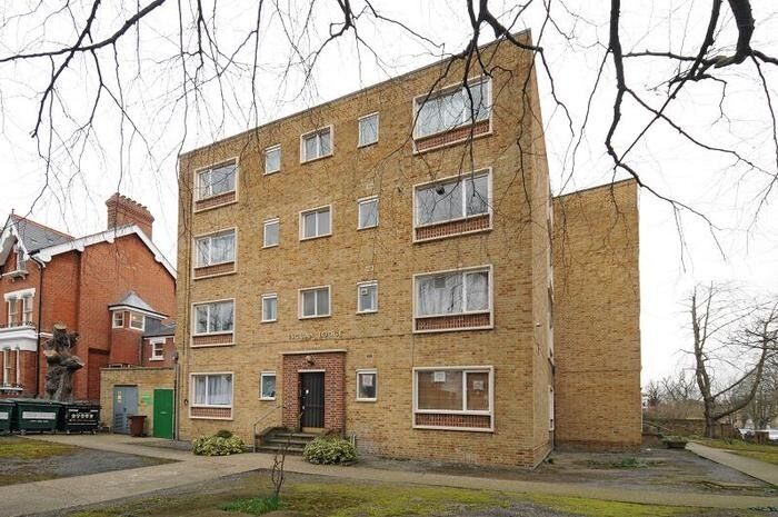 1 bed flat to rent in Escuan Lodge, Aberdeen Park, Highbury N5 2AP £1300