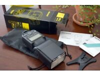 New and unused Neewer 750II speedlite Nikon fit with filters and sift bix kit