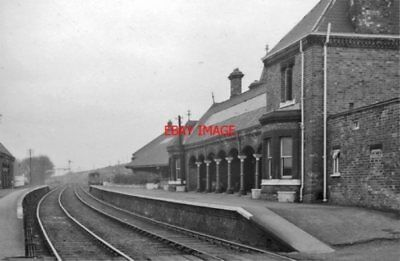 PHOTO  BROTTON RAILWAY STATION YORKSHIRE REMAINS 1961 NER MIDDLESBROUGH - SCARBO