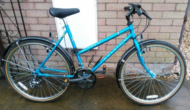 Ladies mountain bike in superb condition