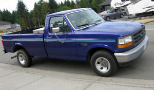 1995 Ford F-150 XL Pickup Truck
