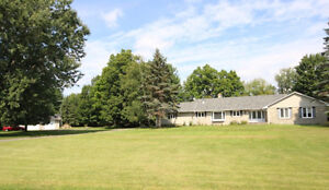DELUXE EXECUTIVE HOME FOR RENT IN DUNROBIN SHORES