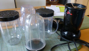 Magic Bullet - blender/food processor 3 blades, containers
